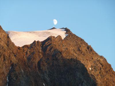 Bergkreuz mit Mond