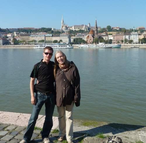 In Budapest: Im Rücken von uns die Fischerbastei