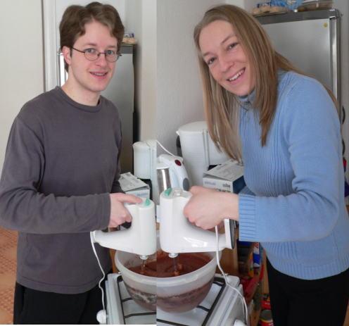 Gela & Mo beim Kuchen (Haselnuss-Schoko) backen