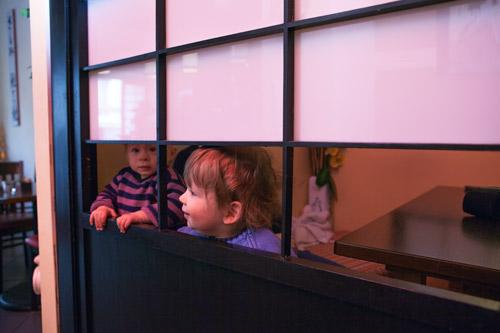 Hannah und Lukas beim Japaner: Sushi