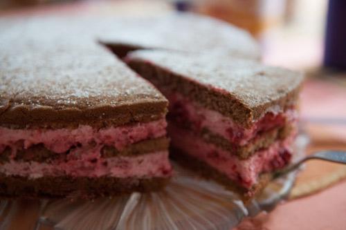 Selbstgemachte Himbeersahne Torte