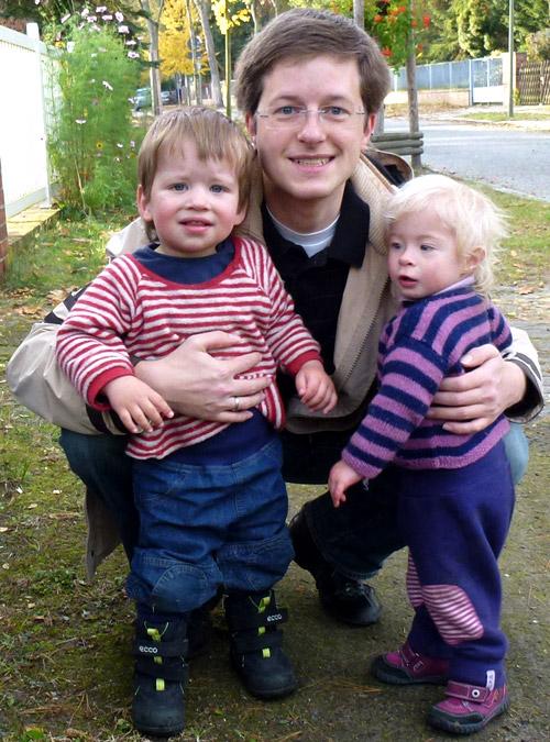 Papa mit Zwillingen